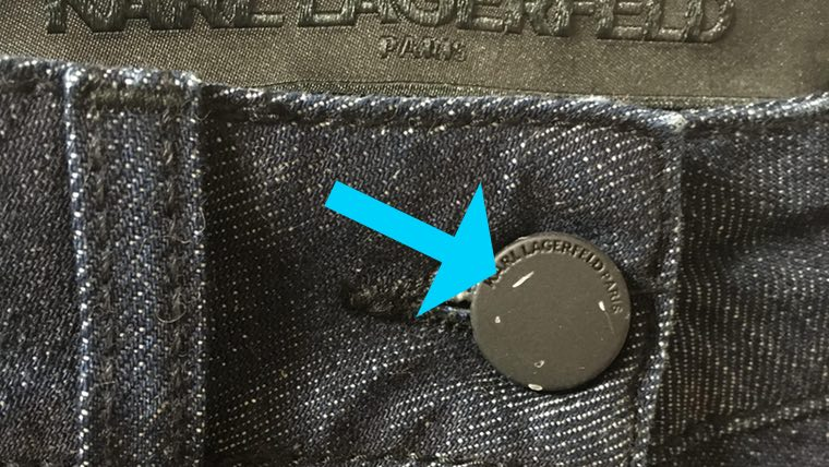 YOOXのズボンのボタンに傷